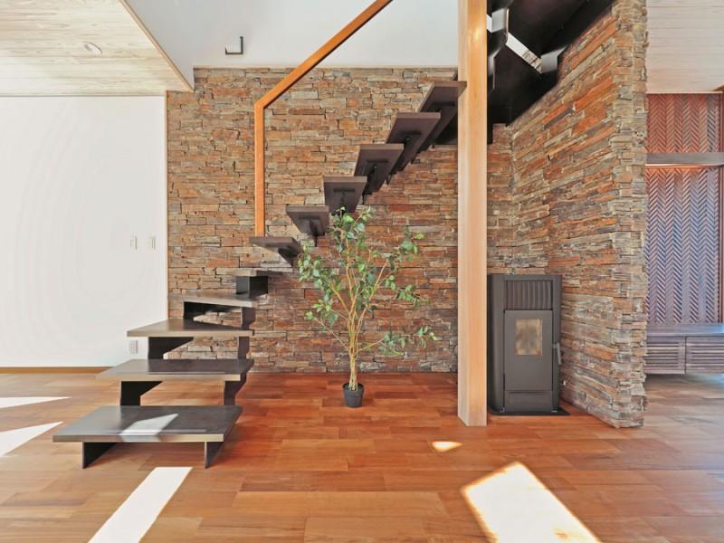 階段とストーブ