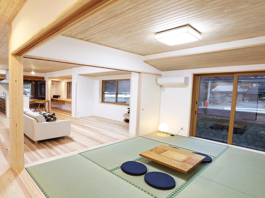 和の雰囲気を大切にした、落ち着く畳の空間。