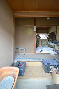 玄関の横に収納を設け、ベビーカーなど大きな物も収納できます。
