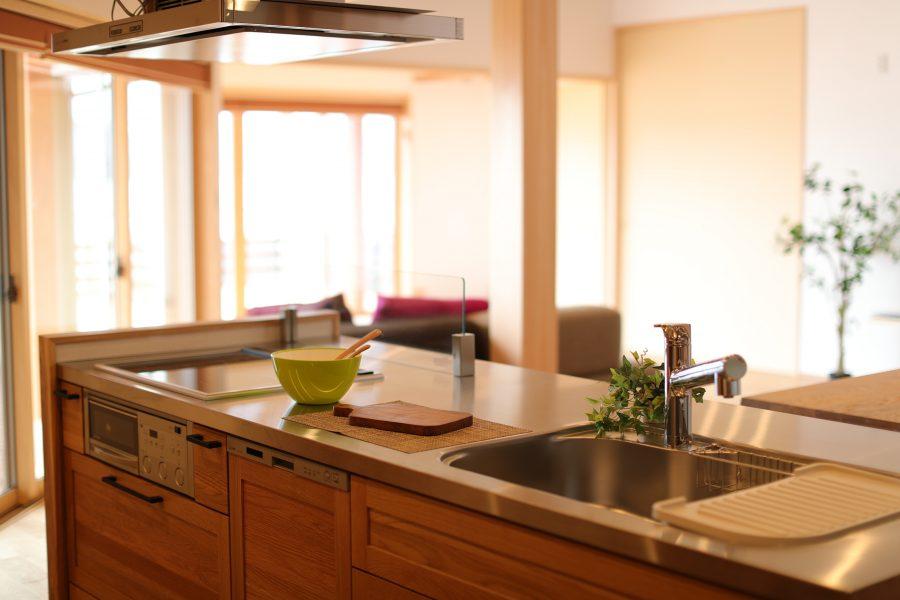 機能的でありながら、ナチュラルテイストで空間に溶け込むキッチン。