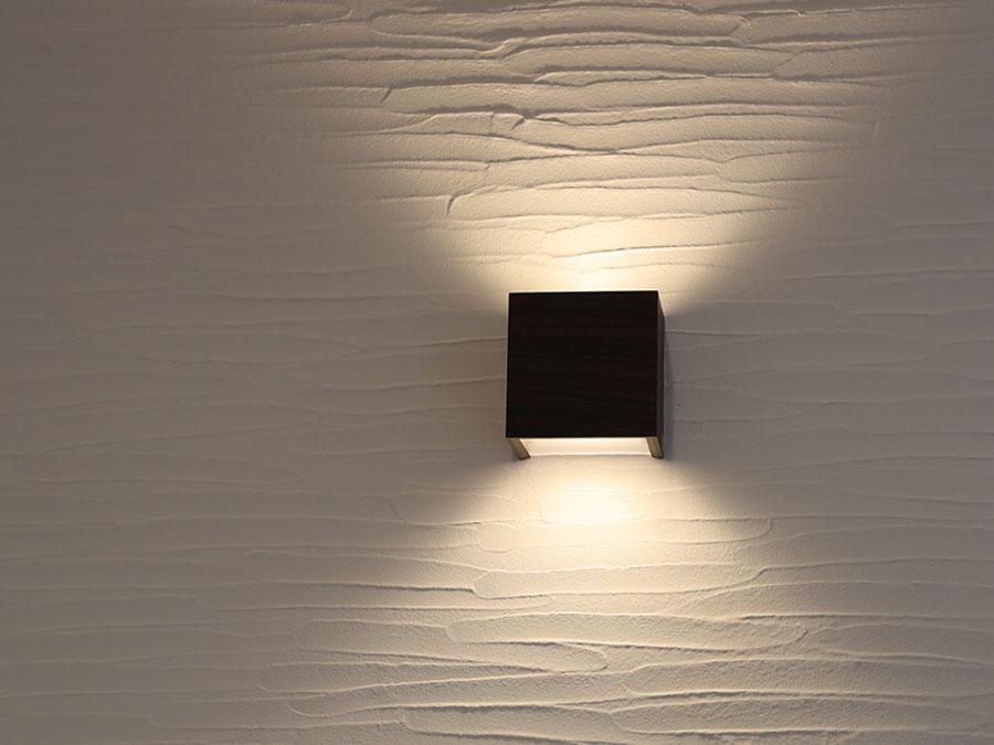 照明にもこだわりを。 インテリアにもなるウォールライト。
