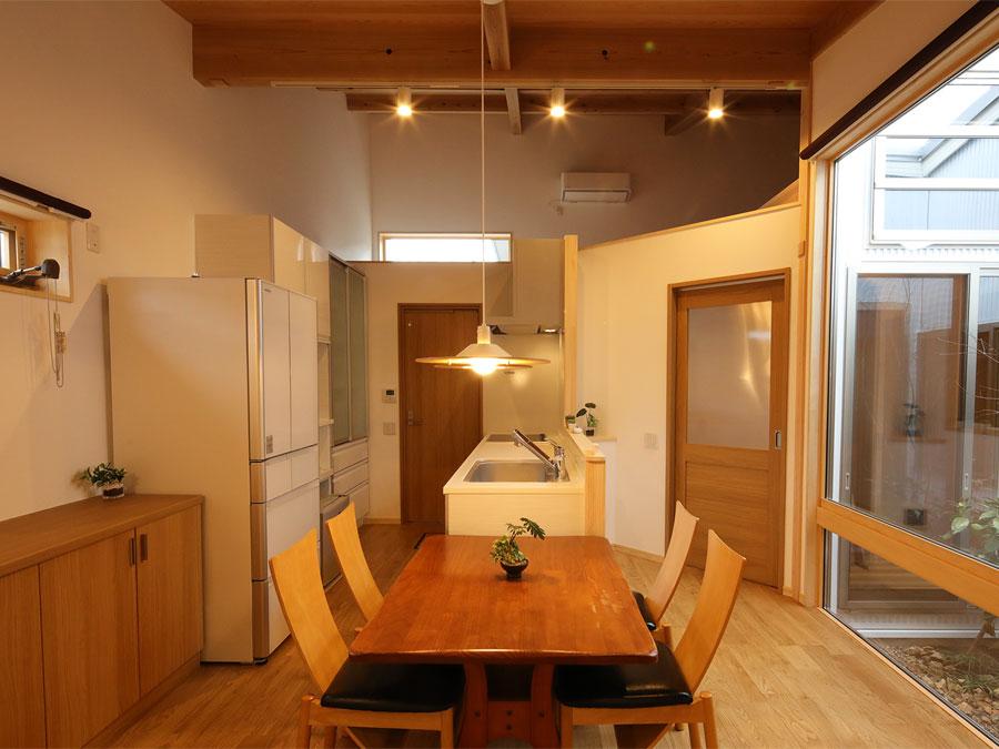 コンパクトでありながら、狭さを感じさせない使い勝手のいいキッチン。 家事動線もコンパクト。