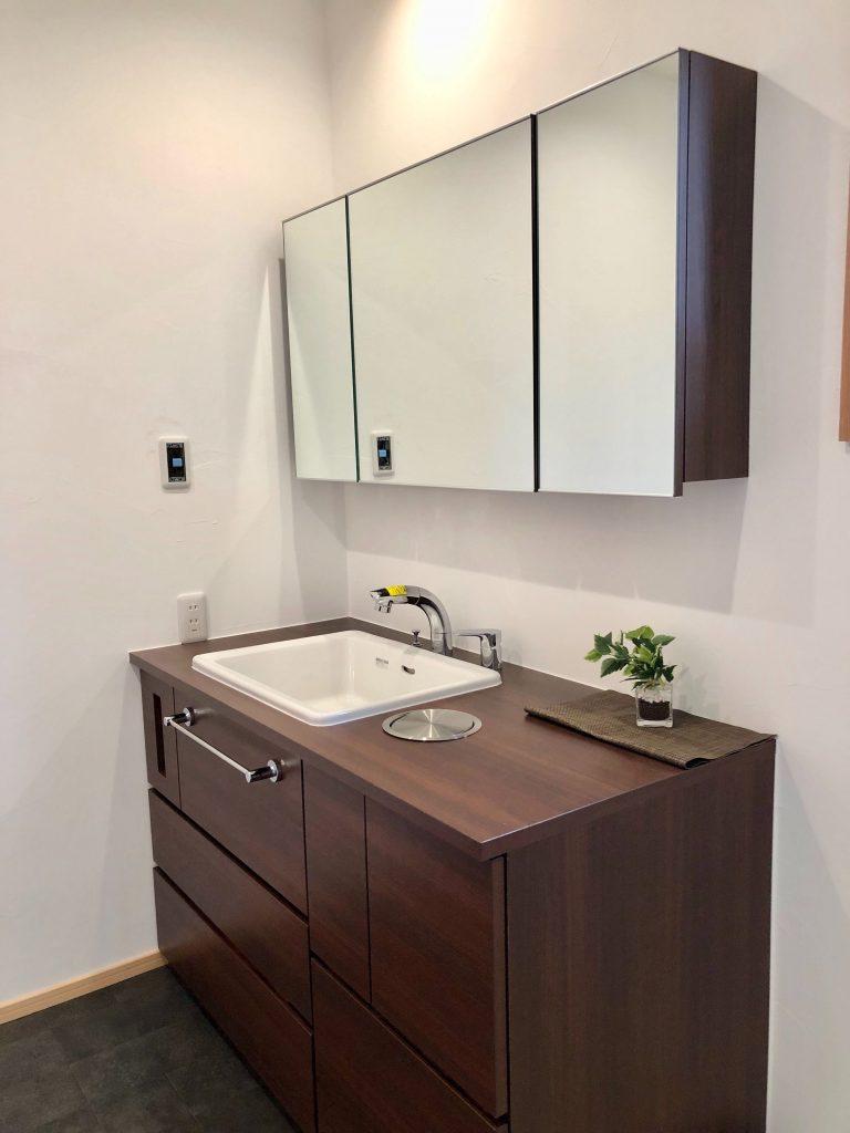 福知山市の自然素材の新築の家 造作洗面
