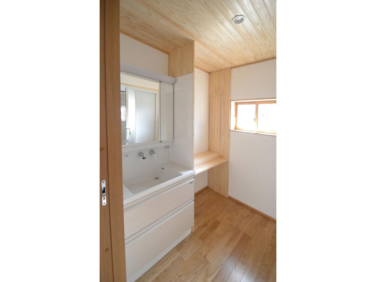 狭かった洗面所が広くて使いやすい空間に。