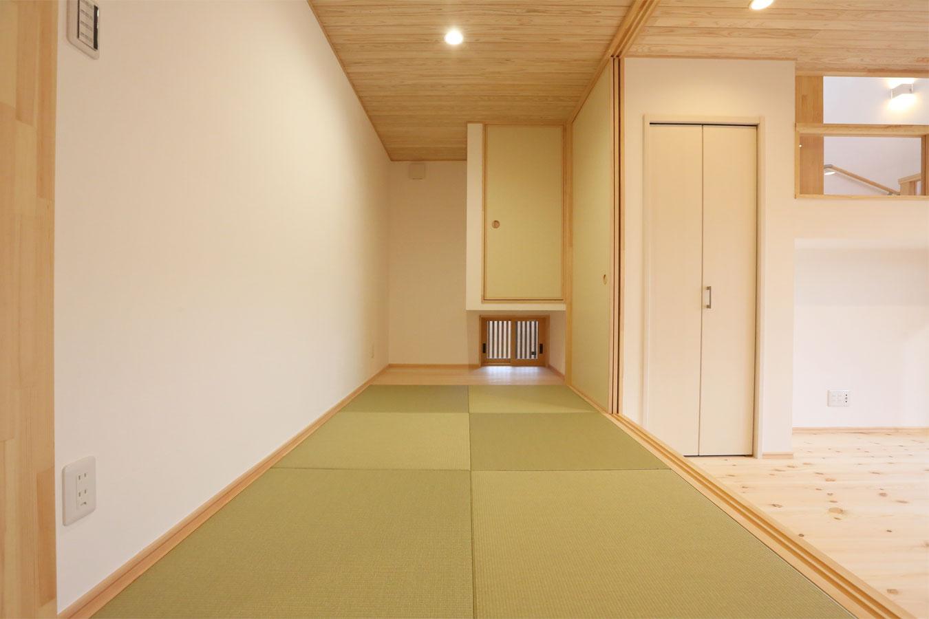 リビングと繋がる琉球畳の和室