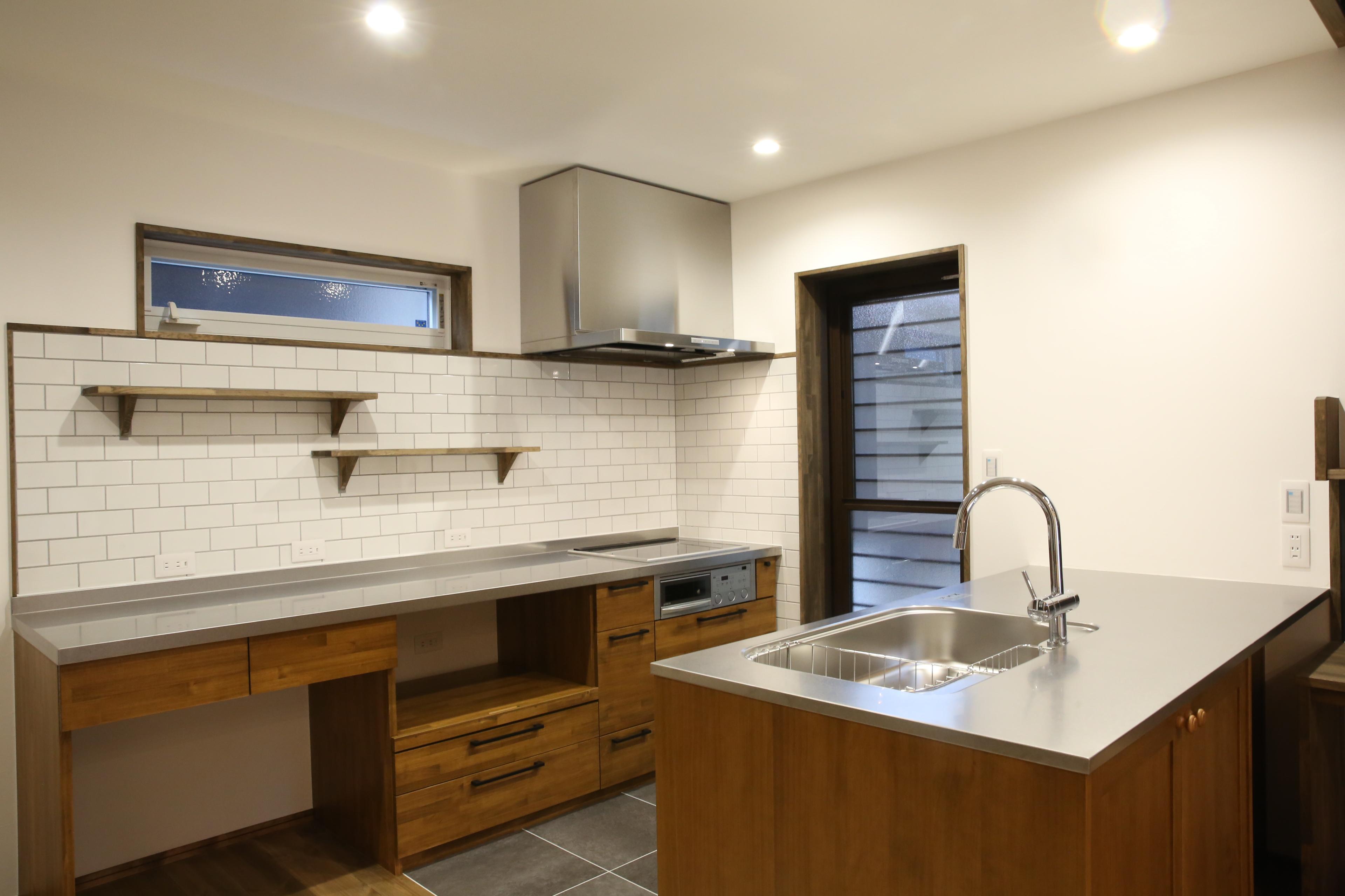 コンパクトでありながら広く使えて作業性のいいセパレート型キッチン