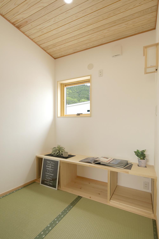2階にはご主人の趣味室。和室仕立てで落ち着く空間。
