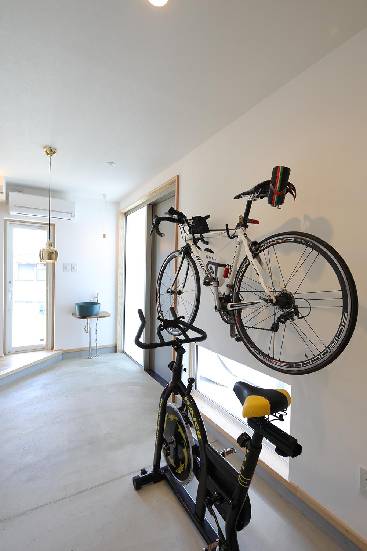 趣味のロードバイクを収納できる玄関土間 メンテナンスも楽々できる